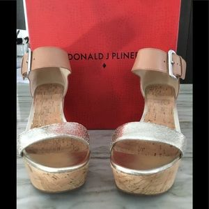 "DONALD PLINER 4"" GOLD METALLIC\CORK SANDALS"